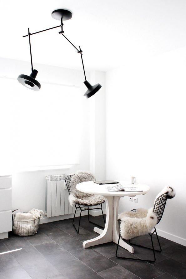 Arigato dvigubas juodas lubinis šviestuvas interjere-2