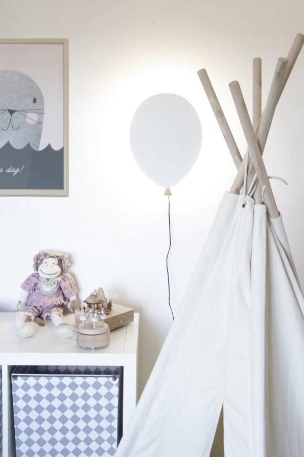 Baltas sieninis balionėlio formos šviestuvas vaikų kambariui-1