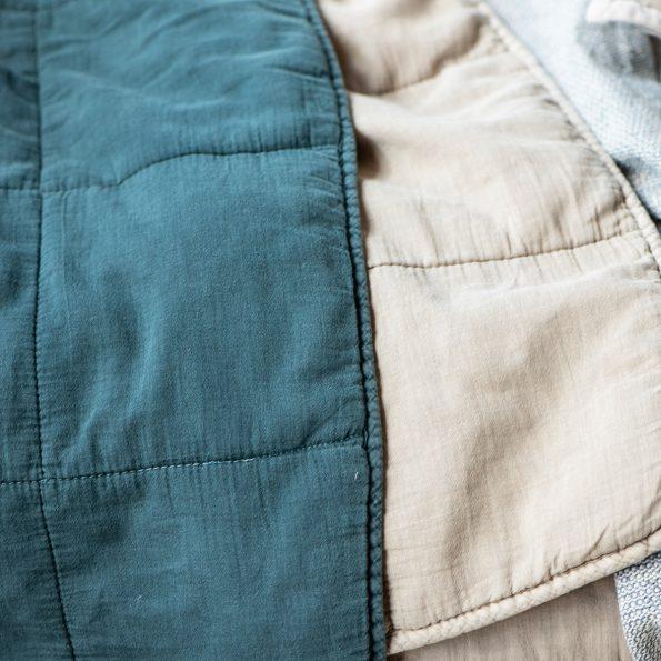 Dygsniuota antklodė smėlio spalvos 1