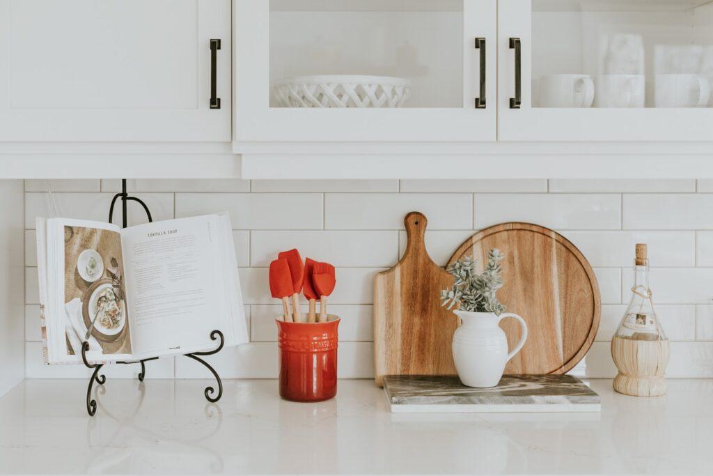 Skandinaviška virtuvė: 5 patarimai kaip panaudoti aksesuarus virtuvėje
